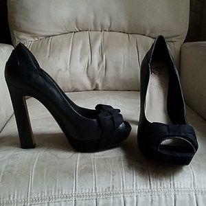 Shoes - Mrkt black leather pumps